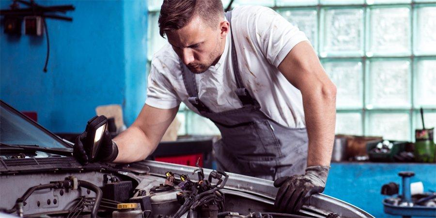 kontrola auta przez mechanika