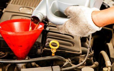 dolewanie oleju do auta